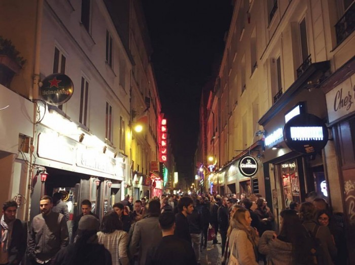 Vilkas baarikatu Rue de Lappe Bastillessa. Käyn yleensä aina tsekkaamassa yöelämän, tällä kertaa vain kääntymässä