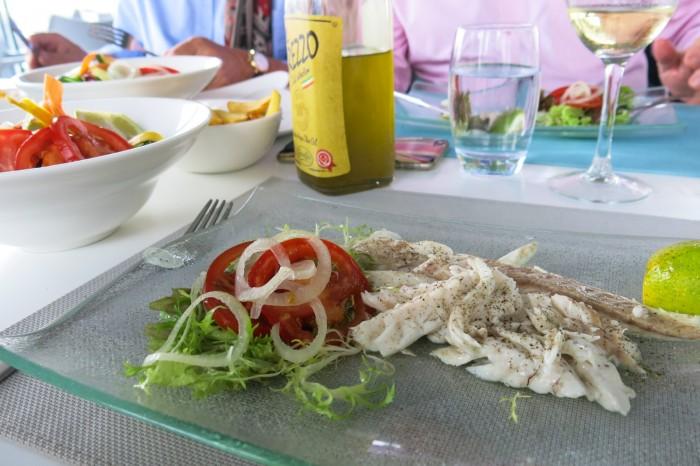 Tuoretta kalaa pääruokana Maltalla The Terrace -ravintolassa, jonka Michael Zammit Tabona omistaa