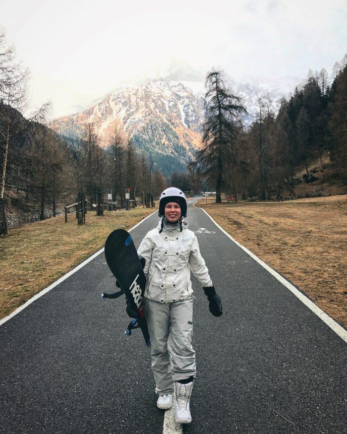 Snoukkatyttö Italian Alpeilla Ponte di Legnossa
